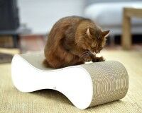 Preview: White cardboard scratcher for cats Le Ver - sustainable, sturdy & ergonomic